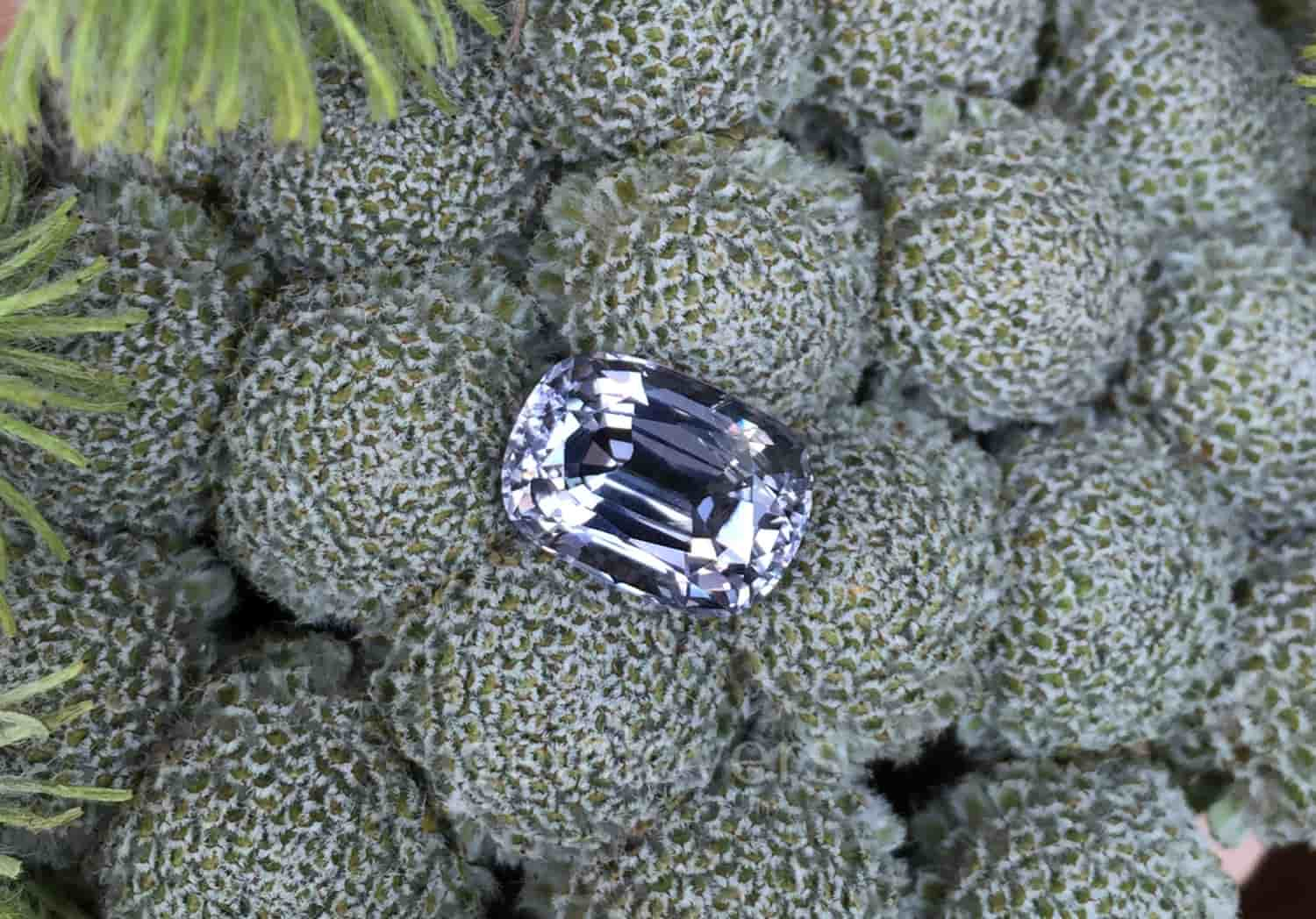 Gray spinel