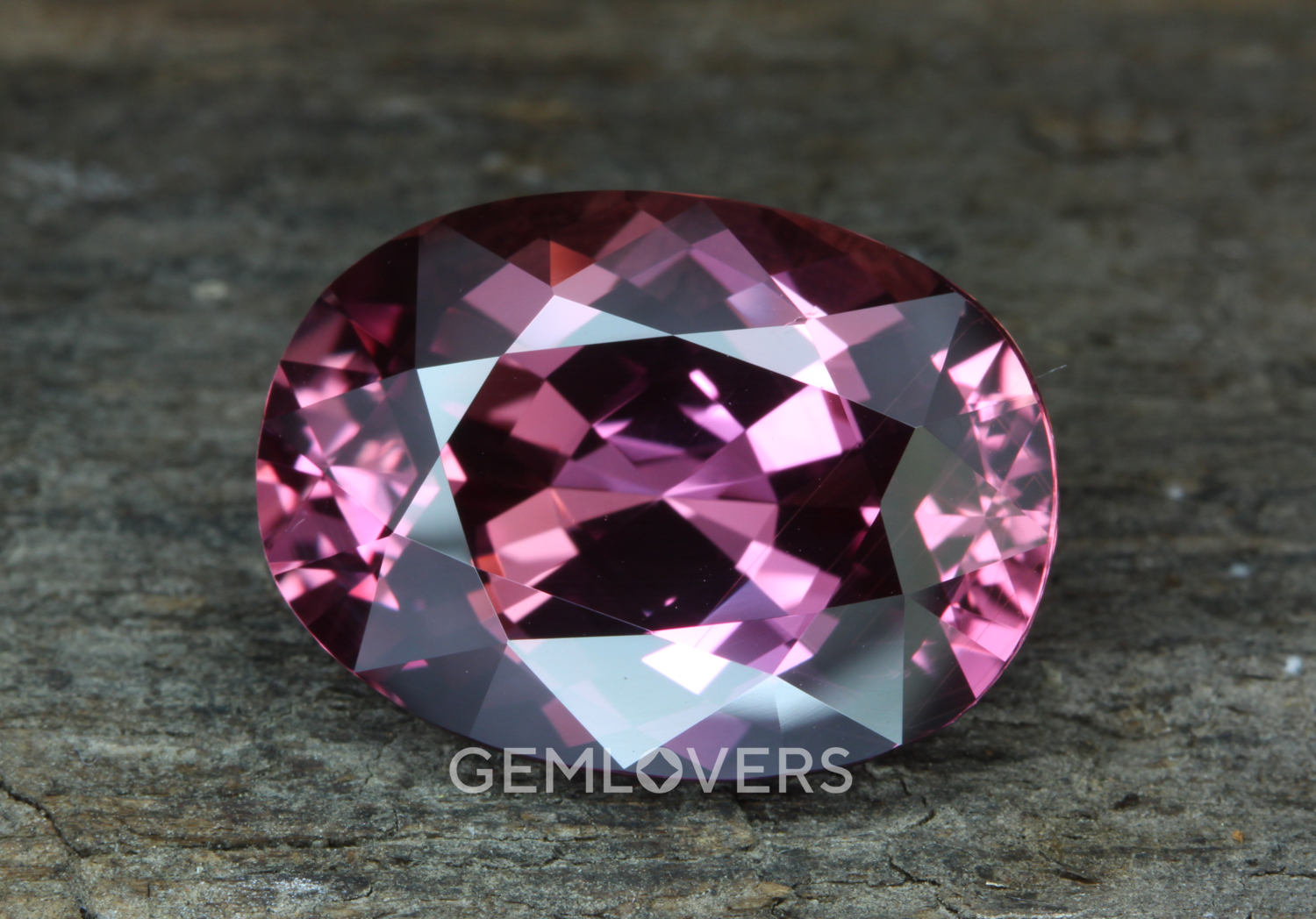 Pink sapphire with color change