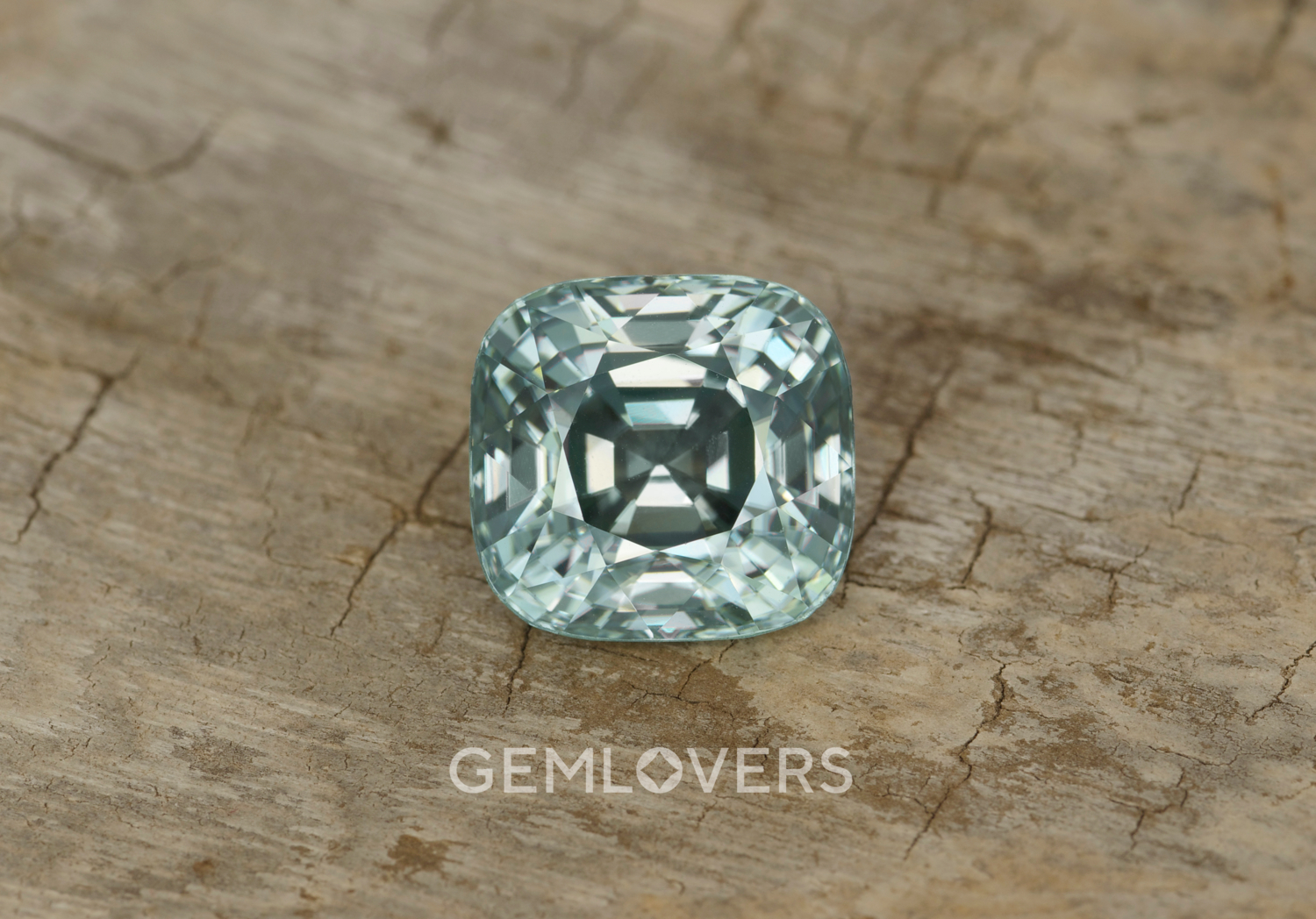 Zircon with color change effect