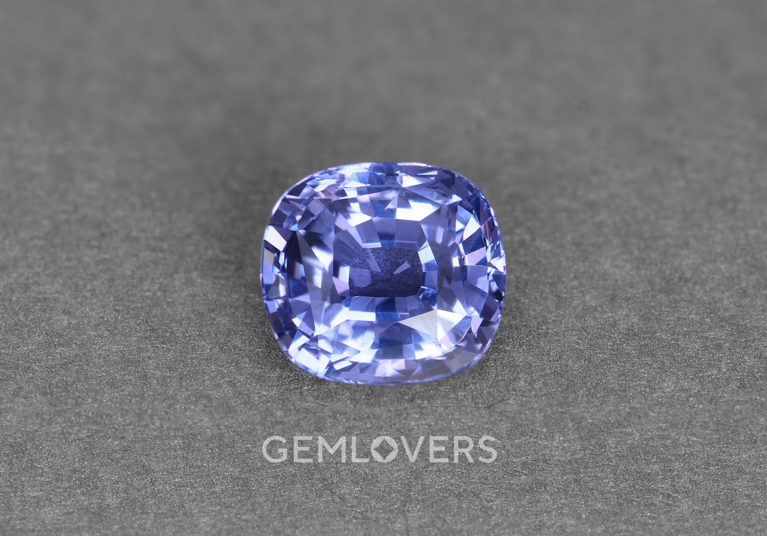 Natural sapphire with color change