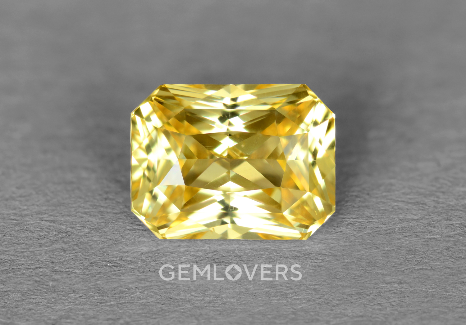 Precious yellow sapphire without refining