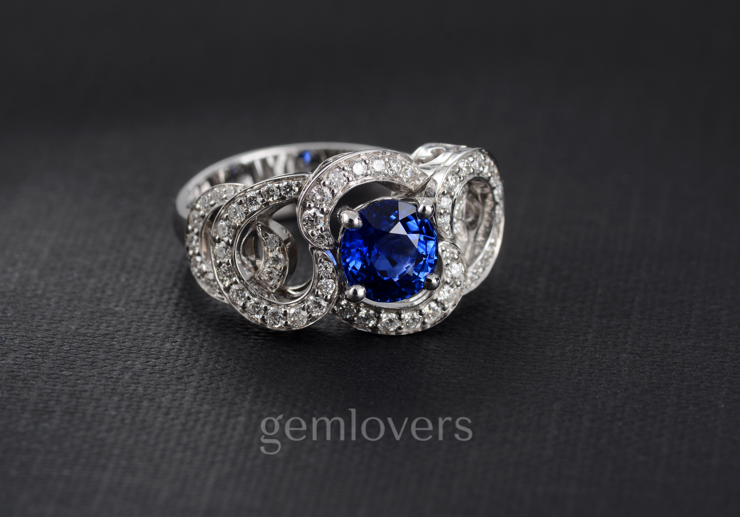Ring with diamonds and blue sapphire