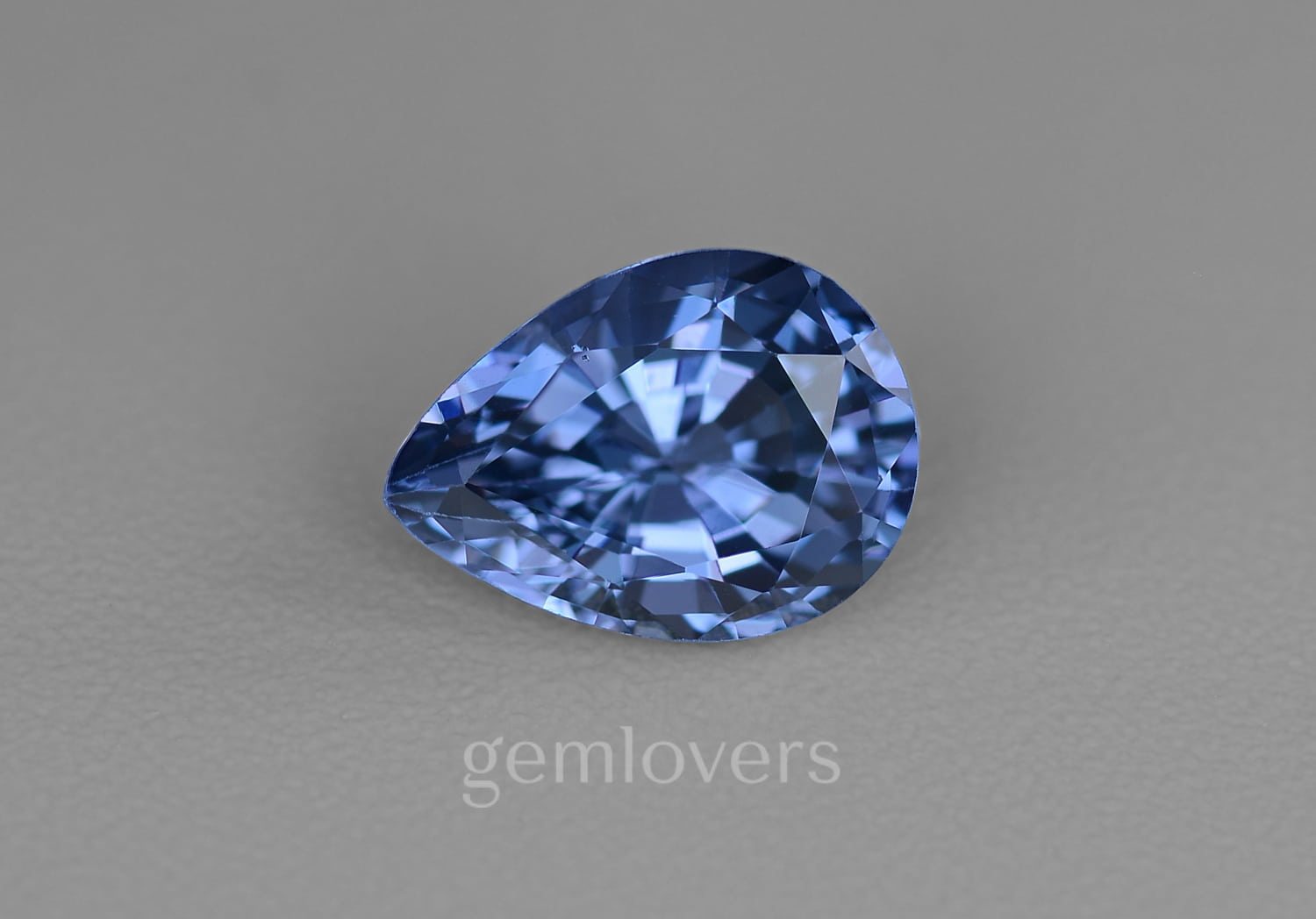 Blue spinel with color change