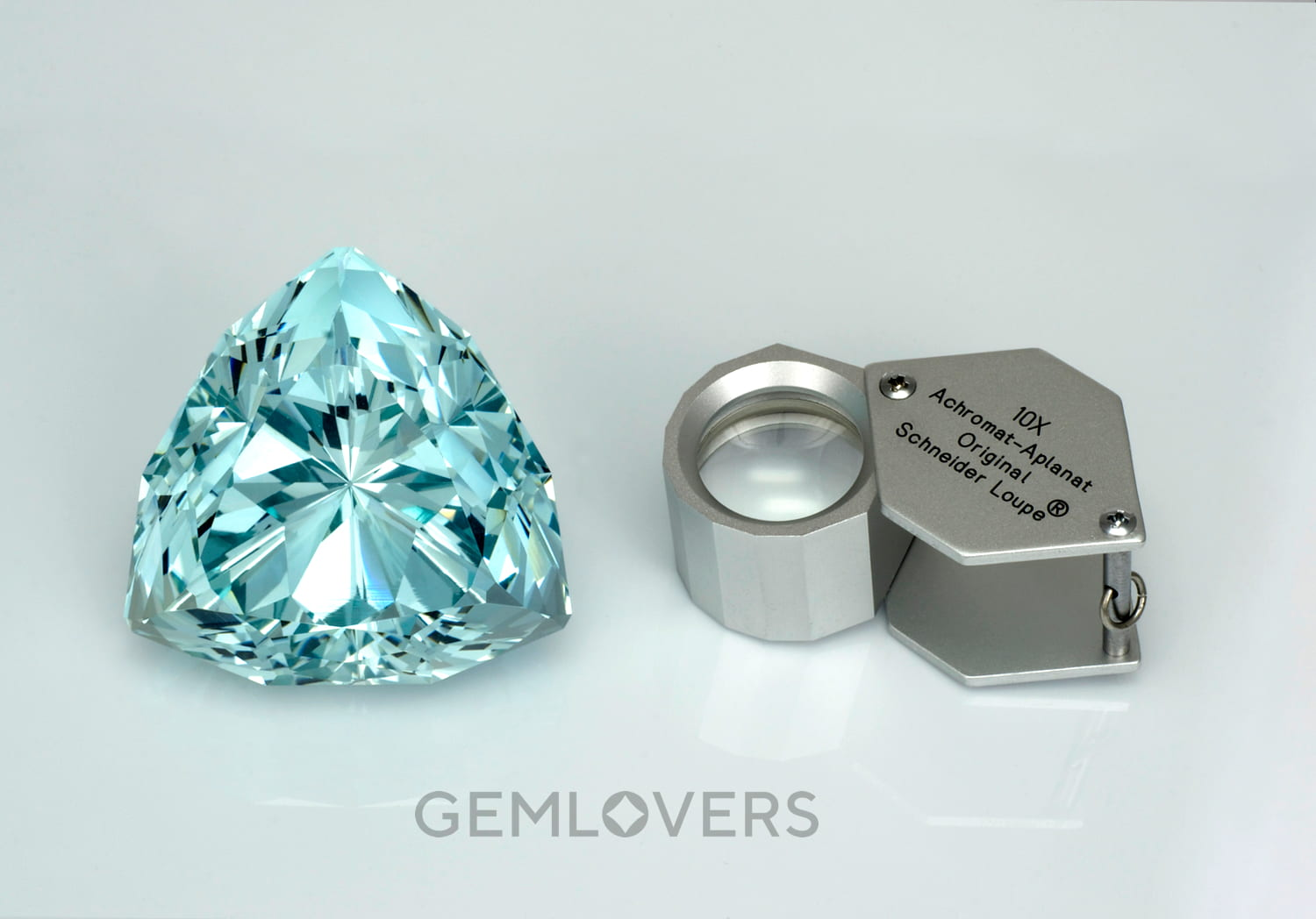 very large size aquamarine stone (over 400 carats) and excellent cut